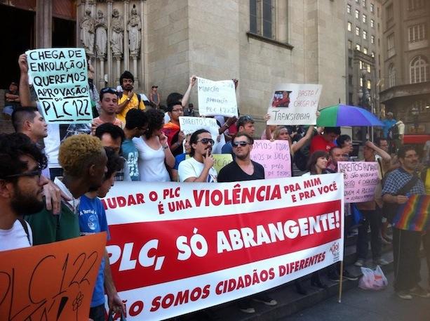 Militantes se reúnem na Praça da Sé no começo da noite do dia 17 de dezembro (Vitor Angelo)