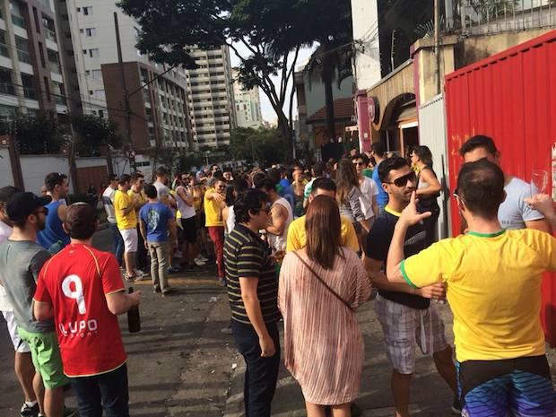 Humor e conhecimento de futebol por boa parte dos torcedores (Vitor Angelo)