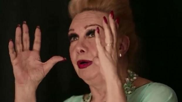 "Rogéria no filme ""De Gravata e Unha Vermelha"", de Miriam Chnaiderman"