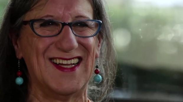"""Laerte no documentário """"De Gravata e Unha Vermelha"""", de Miriam Chnaiderman (Divulgação)"""