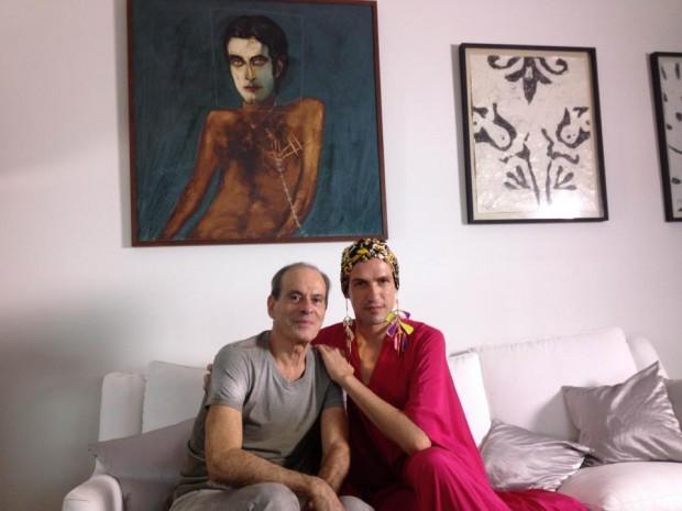"""Dudu Bertholini entrevista Ney Matogrosso para o filme """"De Gravata e Unha Vermelha"""", de Miriam Chnaiderman (Divulgação)"""