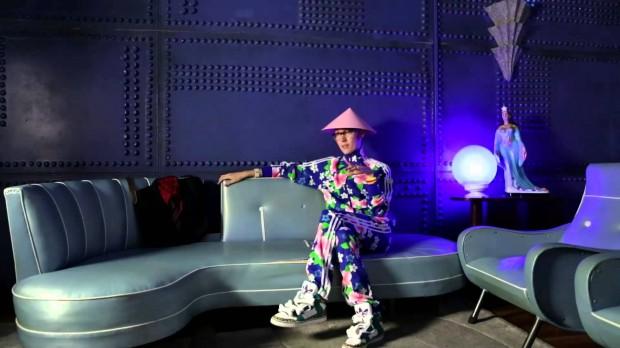 """Johnny Luxo no documentário """"De Gravata e Unha Vermelha"""", de Miriam Chnaiderman (Divulgação)"""