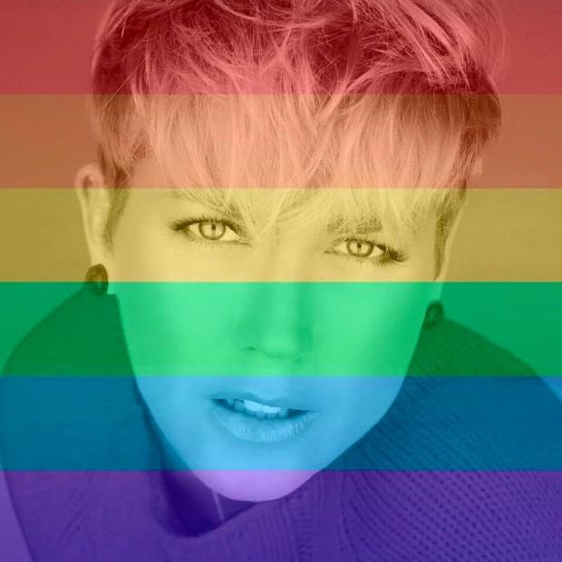 """Xuxa apoia os LGBTs, mas internautas questionam: """"A Record  e o bispo não vão ficar bravos contigo?"""" (Reprodução/Facebook)"""